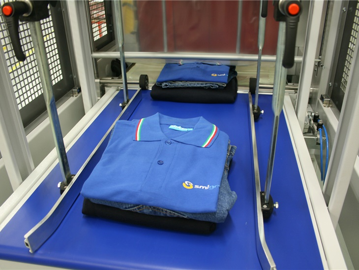BP800AS - Clothing, corrugated boxes, electrical components, canned food